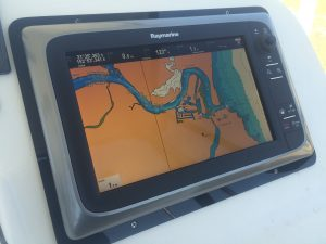 Raymarine E127 display